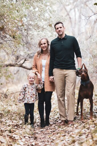 photo of Leah, her fiance, daughter and dog.